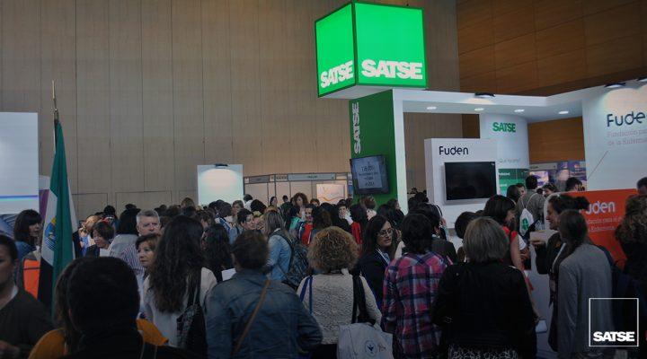 Miles de enfermeras de todo el mundo, en el stand de SATSE en el CIE 2017
