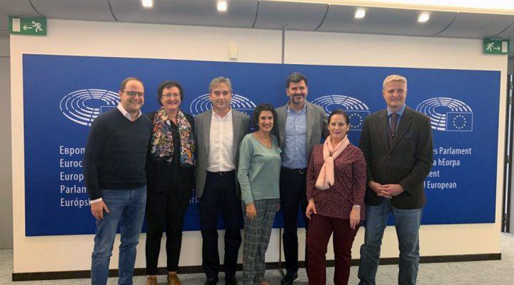 Manuel Cascos se reúne con los eurodiputados socialistas Cesar Luena y Nicolás González