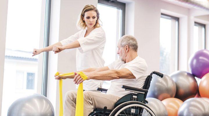 SATSE denuncia que hay un solo fisioterapeuta para 2.000 mayores