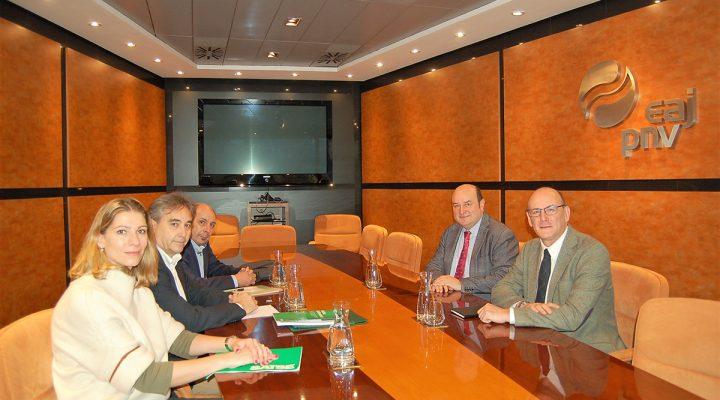 Reunión del presidente del Sindicato de Enfermería, SATSE, Manuel Cascos, con el presidente de EAJ-PNV, Andoni Ortuzar.