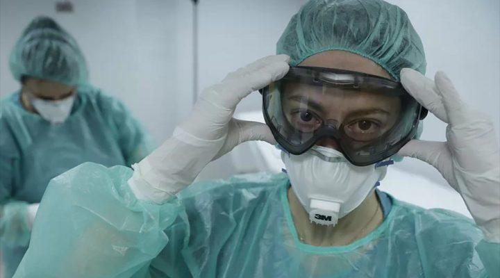 Enfermera preparada con el equipo de protección para los casos de coronavirus