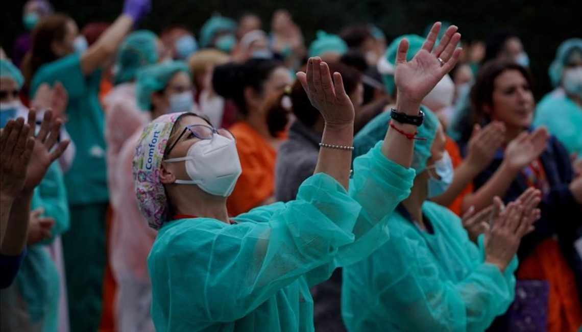 Enfermeras devuelven el aplauso de la ciudadanía en homenaje a su labor contra COVID 19