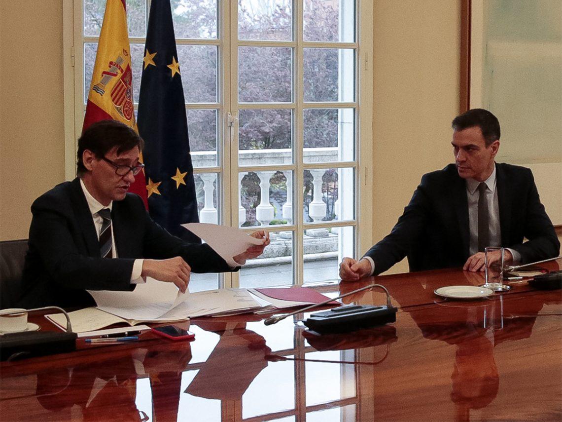 El presidente del Gobierno, Pedro Sánchez, y el ministro de Sanidad, Salvador Illa, tras constituir Comité Científico del COVID 19