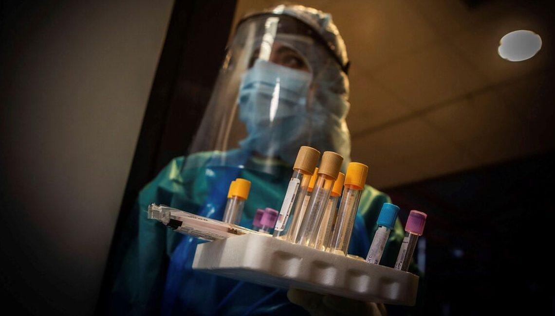 Enfermera preparada para recoger muestras en plena crisis del COVID 19