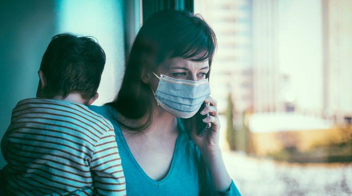 Mujer con hijo con síntomas de COVID 19 llama al centro de salud