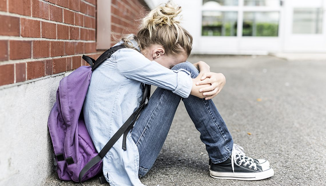 Enfermera escolar contra el acoso en niños, niñas y jóvenes