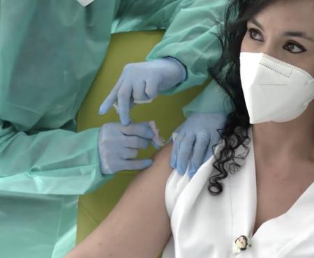 La gravedad de la tercera ola del COVID 19 exige priorizar la vacunación de los sanitarios