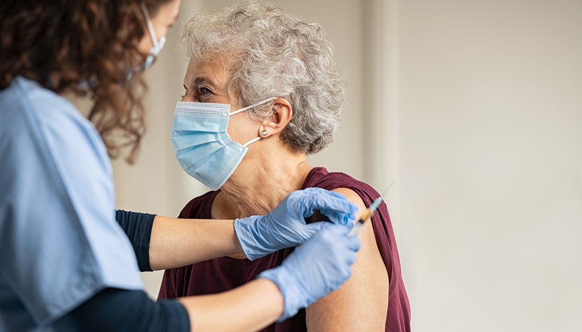 Oposición enfermera a la creación de nuevos perfiles profesionales en las residencias de mayores