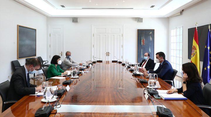 Pedro Sánchez y Carolina Darias, en una reunión del comité de seguimiento del coronavirus en Moncloa