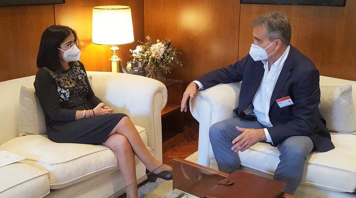 Reunión de Manuel Cascos y la ministra de Sanidad, Carolina Darias